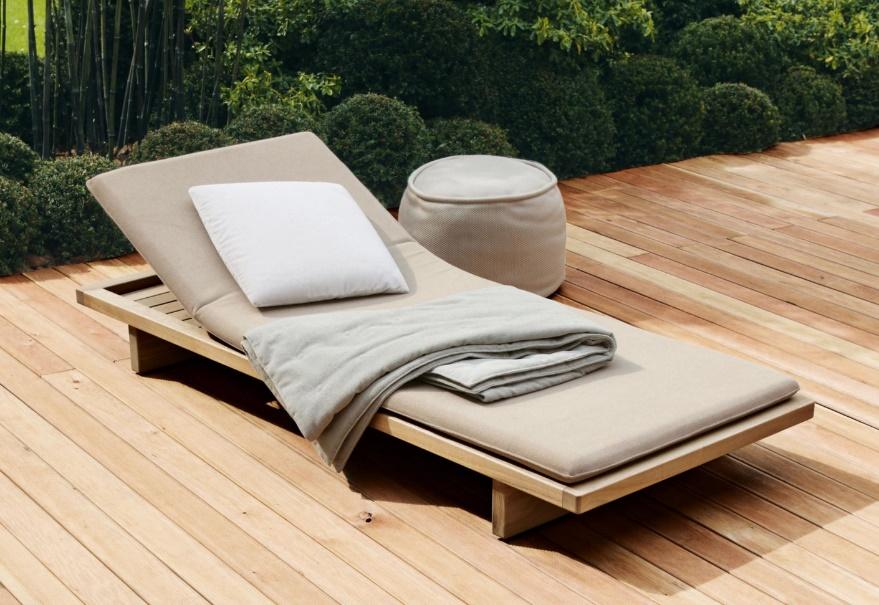 Bộ ghế tắm nắng với gối đệm êm