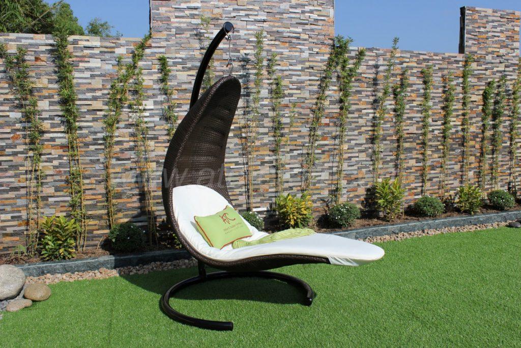 Ghế tắm nắng với móc treo mang lại trải nghiệm thú vị