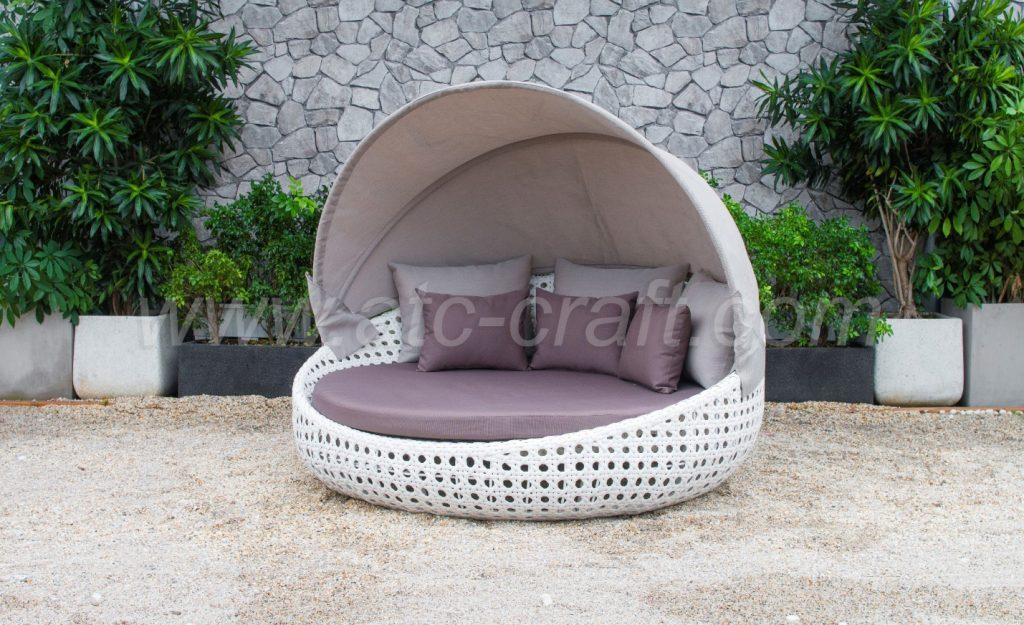 Ghế tắm nắng với mai che khi nắng quá gắt