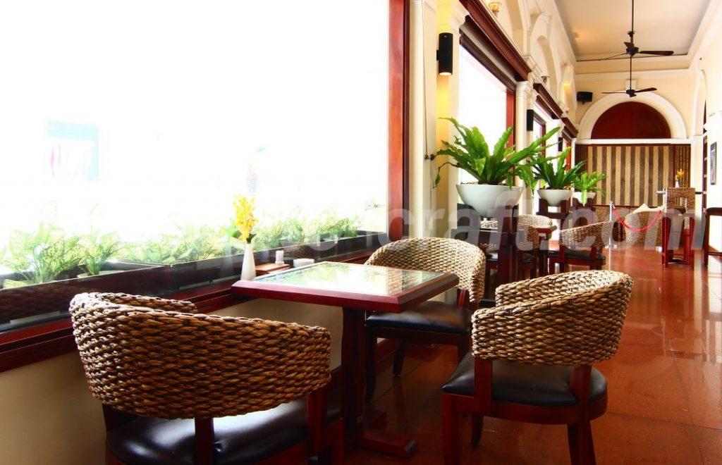 Nội thất lục bình cổ điển tại khách sạn Continential