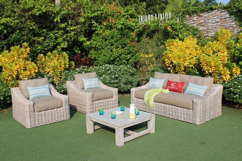 Bộ sofa mây nhựa sân vườn với thiết kế cổ điển