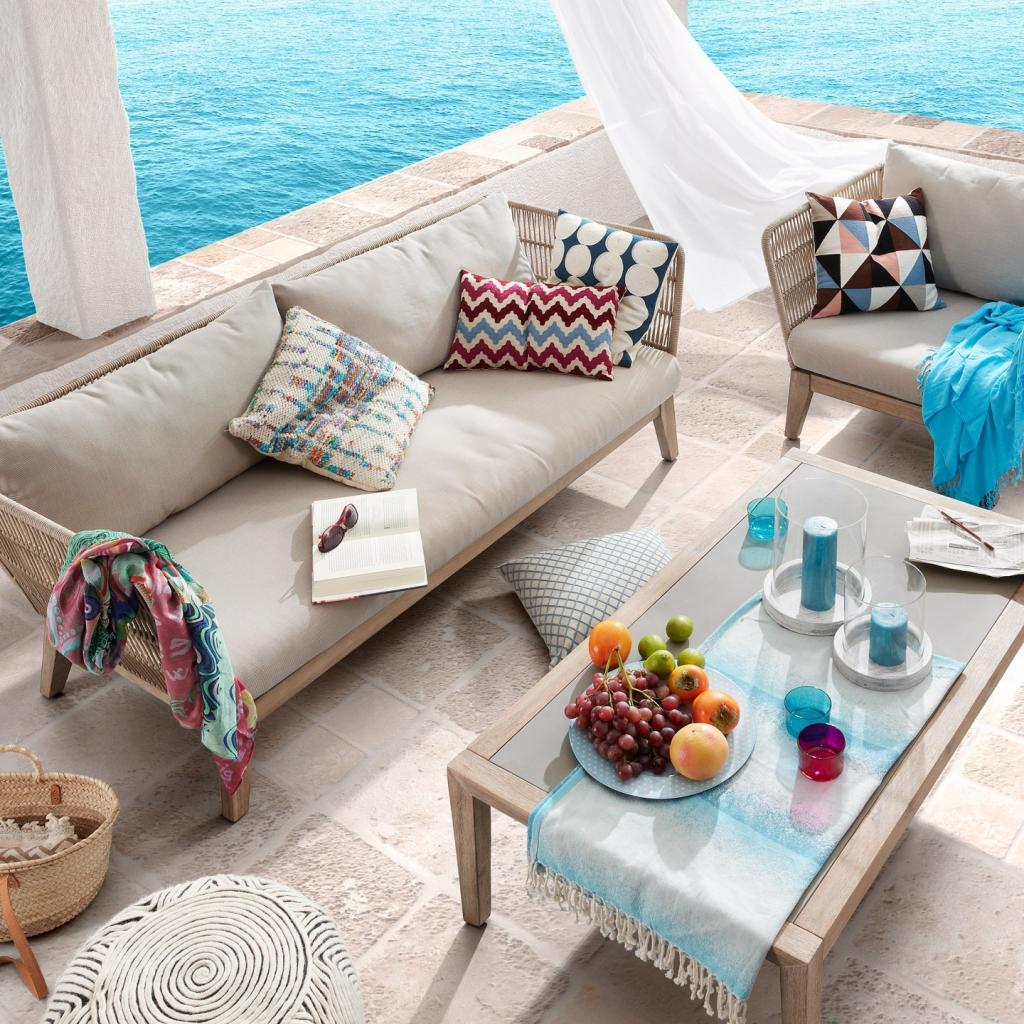 Bộ sofa mây nhựa sang trọng cho không gian phòng khách