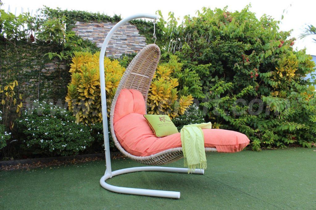 ghế xích đu lưỡi mây nhựa với thiết kế độc đáo, lạ mắt
