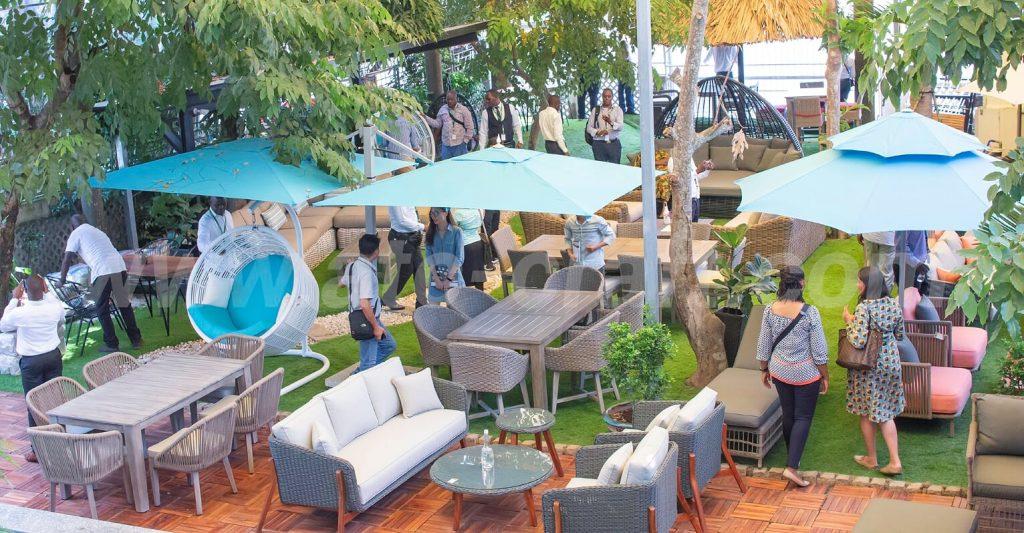Các khách mời có dịp tham quan và trải nghiệm các sản phẩm nội thất cao cấp của ATC Furniture